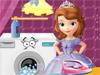 София гладит бельё